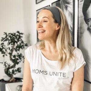 Anna Hofbauer im Moms Unite Shirt von Momunity