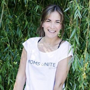Shari Dietz im Moms Unite Shirt von Momunity
